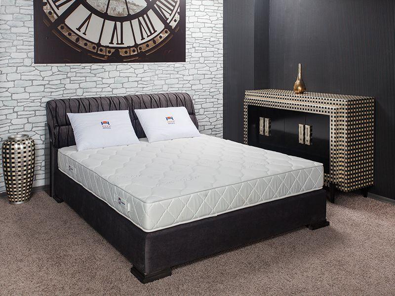 Тапицирана спалня Нани Валенсия